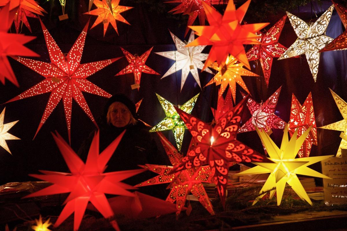 Weihnachtsmarkt am Roten Rathaus. Lev Khesin © Grebennikov Verlag