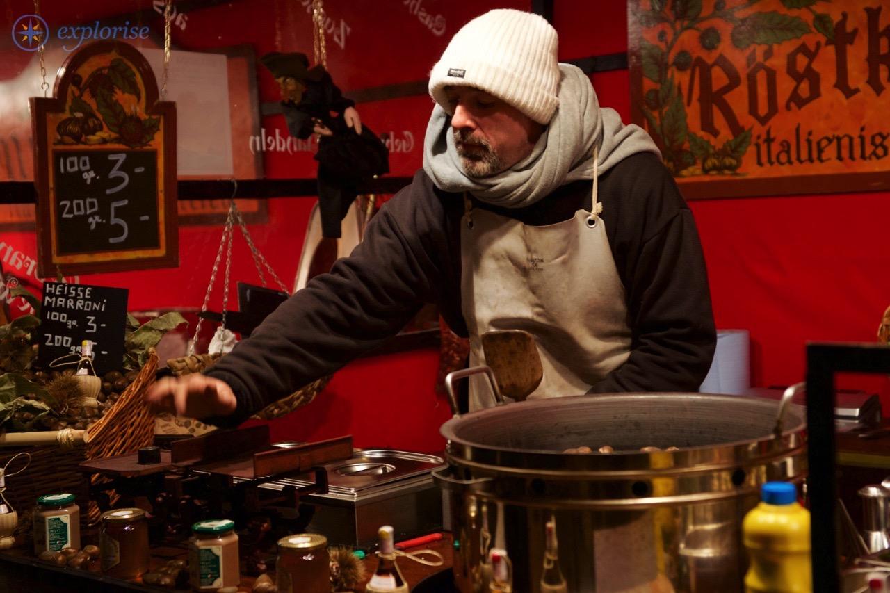 Weihnachtsmarkt am Gendarmenmarkt. Lev Khesin © Grebennikov Verlag