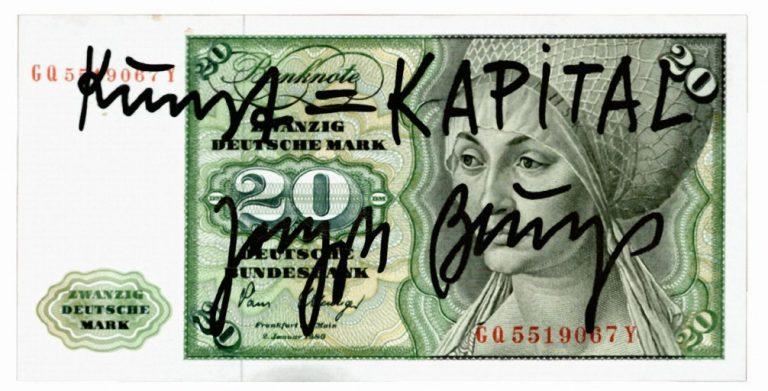 """Joseph Beuys: Kunst = Kapital, 1979, Original-Banknote (20-DM-Schein), von Hand mit Filzstift beschriftet, 7 x 14 cm, Sammlung Haupt """"Dreißig Silberlinge – Kunst und Geld"""", Foto: Hermann Büchner, Berlin, © VG Bild-Kunst, Bonn 2016"""