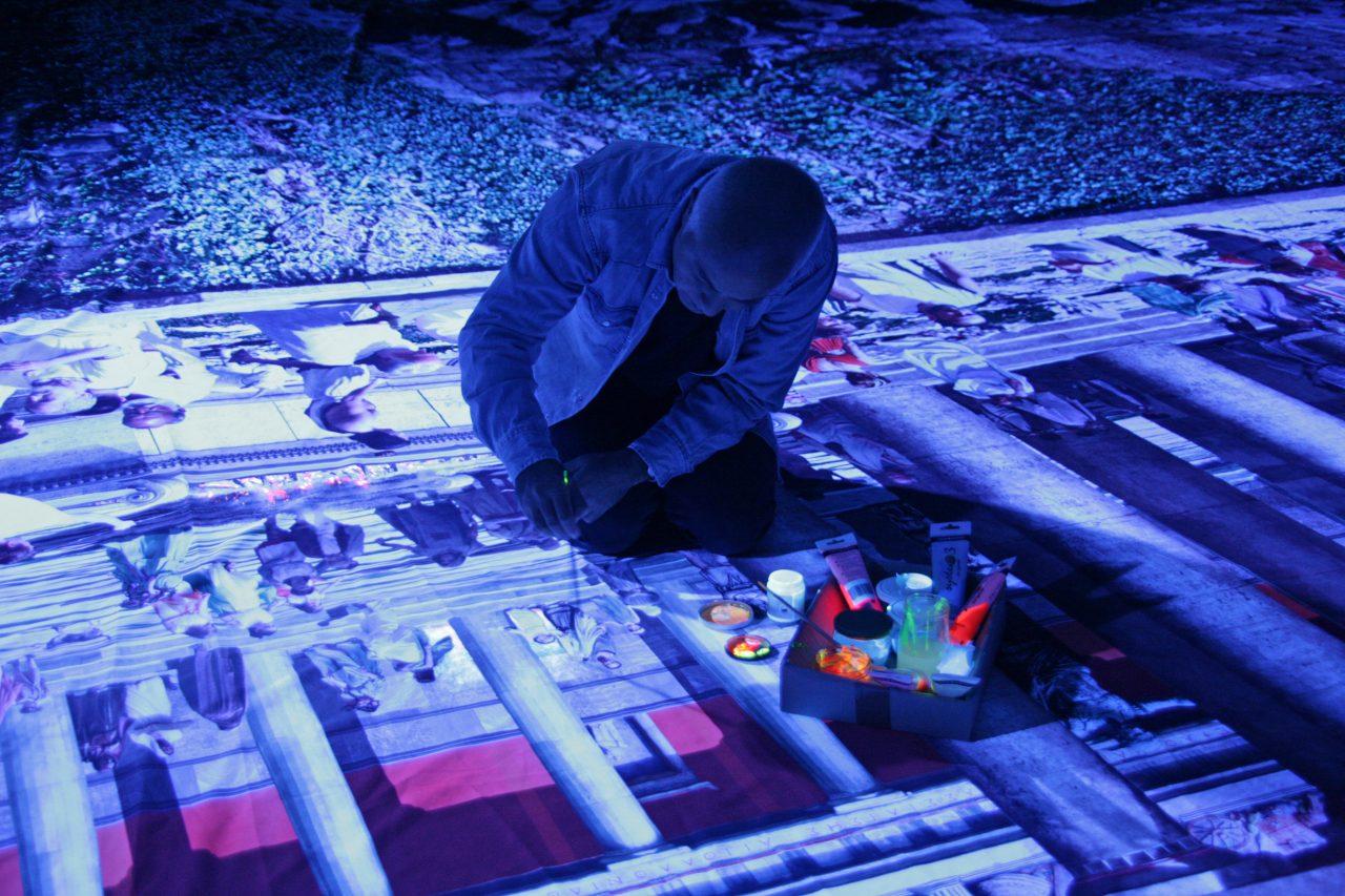 Yadegar Asisi beim Auftragen von UV-Farbe auf das Panorama PERGAMON, Foto G. Westrich ©asisi